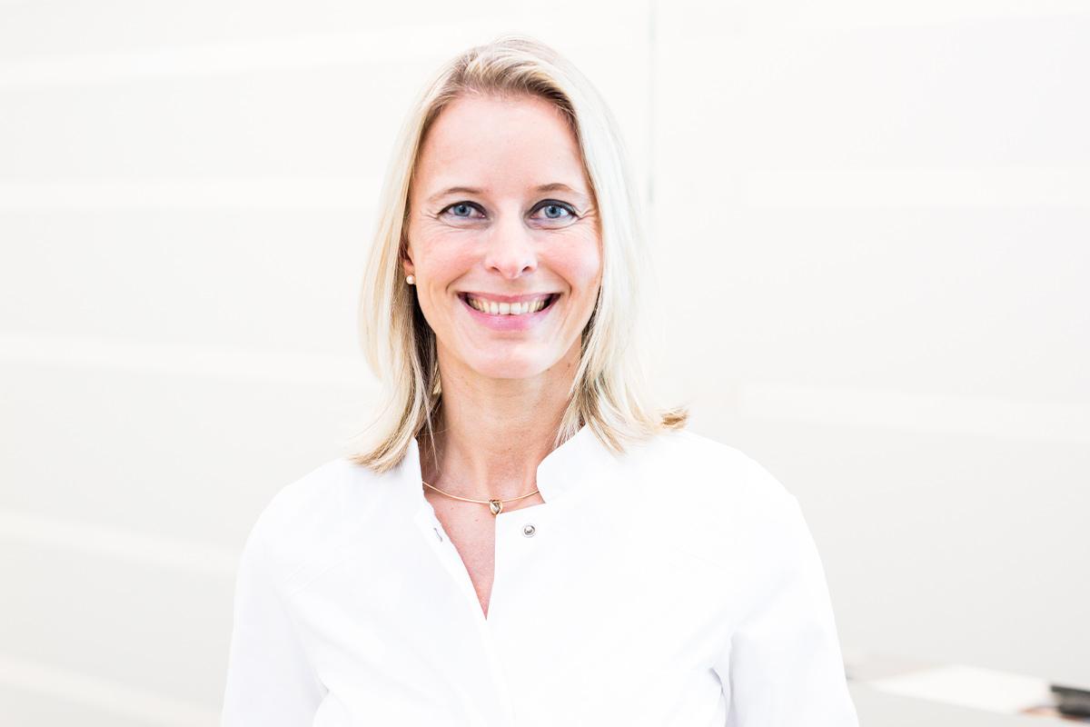 Dr. Eva Holzhäuser